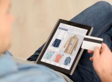 Online shoppen op tablet