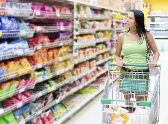 Klant in supermarkt